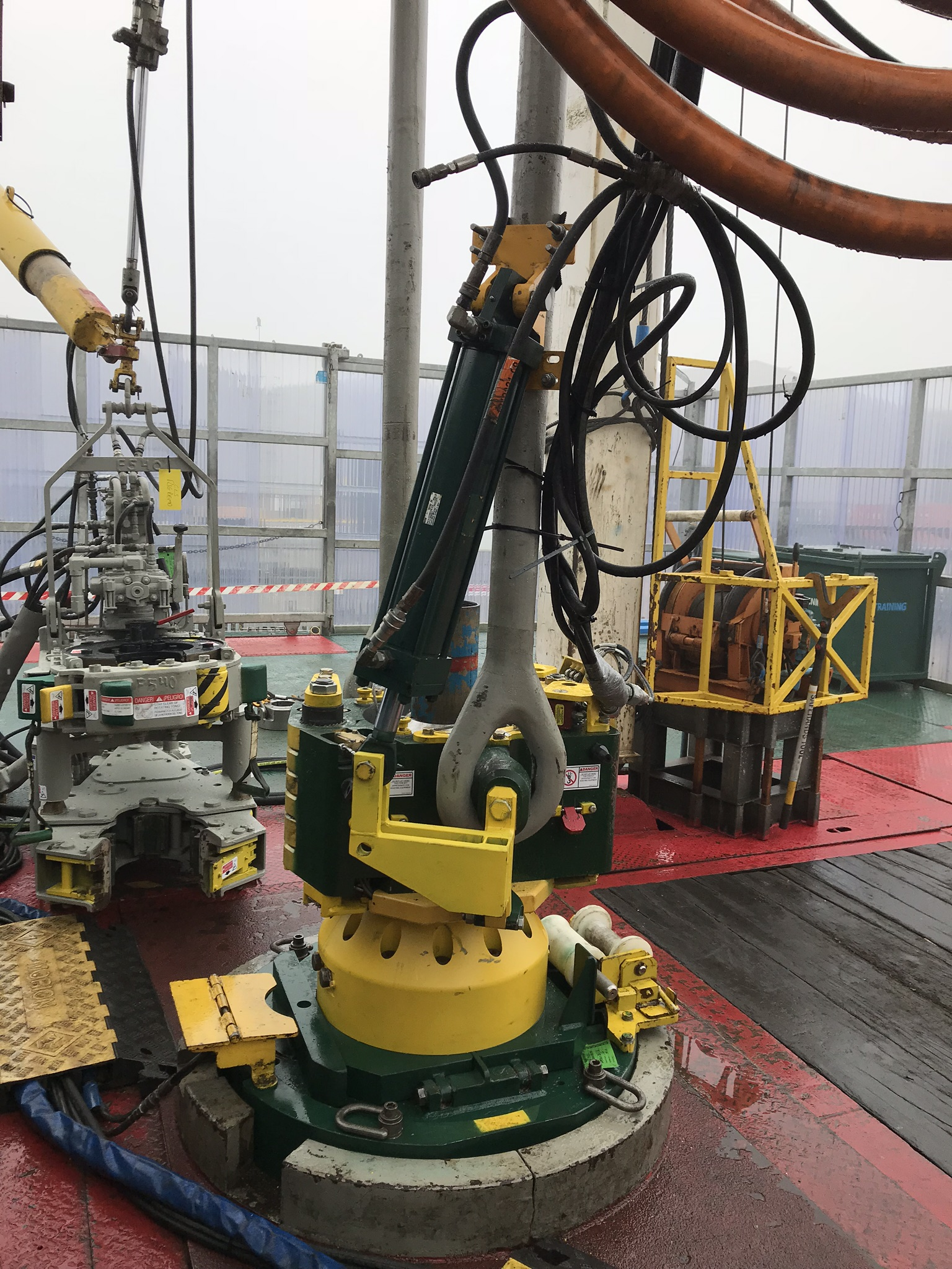 The CLS-S System is the next step in Frank's CLS technology by removing the requirement of heavy load transfer sleeves to be manipulated around the rig floor. The smallest version of the system is set up for 27.5-in. rotaries that are typically found in the onshore market. (Source: Frank's International)