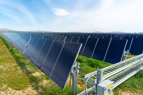 Utility-scale solar project with First Solar Series 6 modules (Photo: Business Wire)