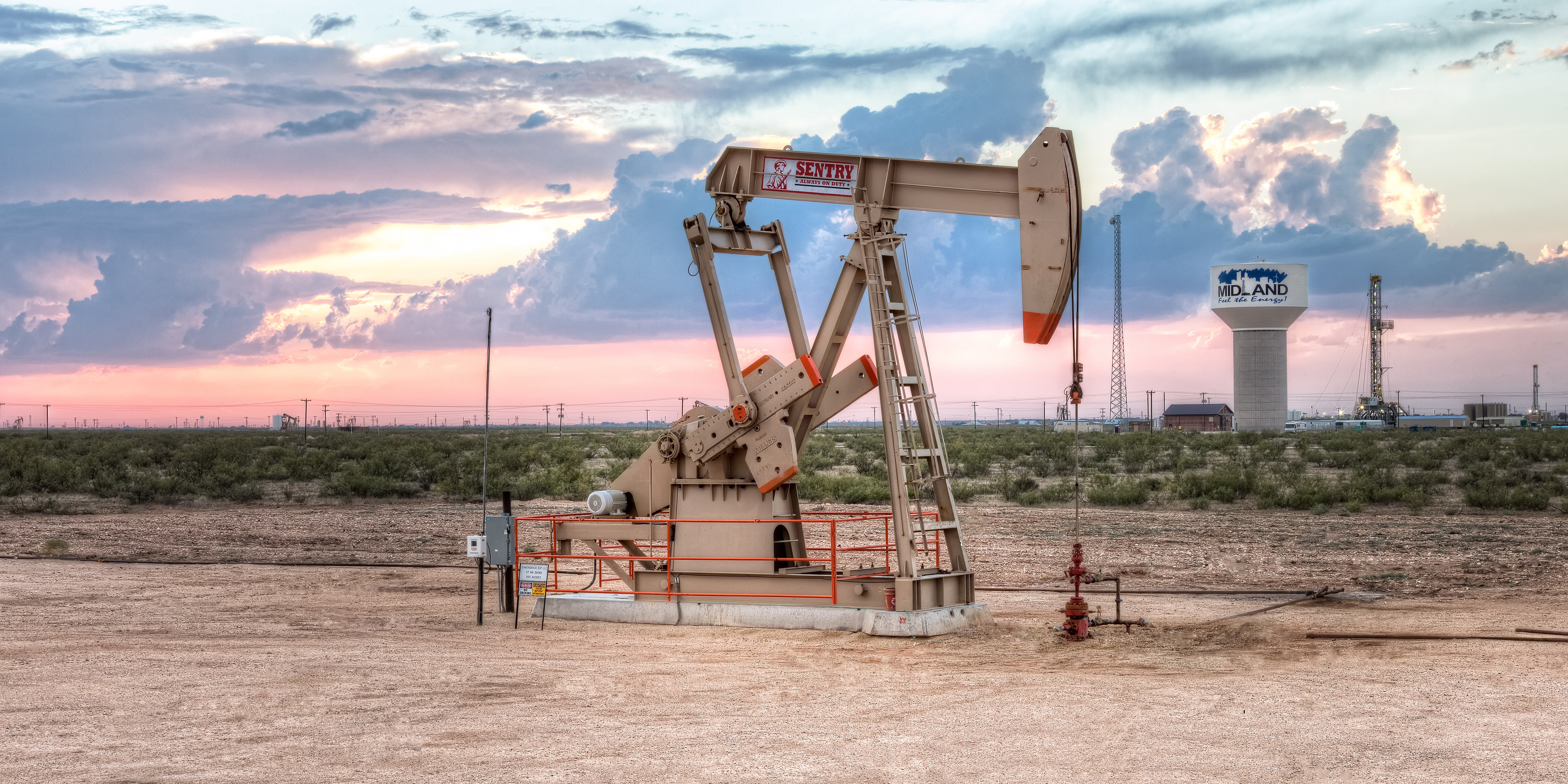 A pumpjack and Diamondback rig are seen just west of Midland, Texas. (Source: Diamondback Energy)
