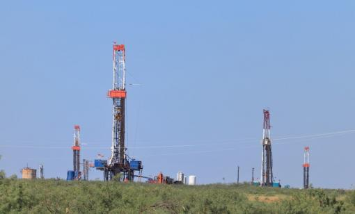 Multiple rigs drill for oil in the Permian Basin. (Source: GB Hart/Shutterstock.com)