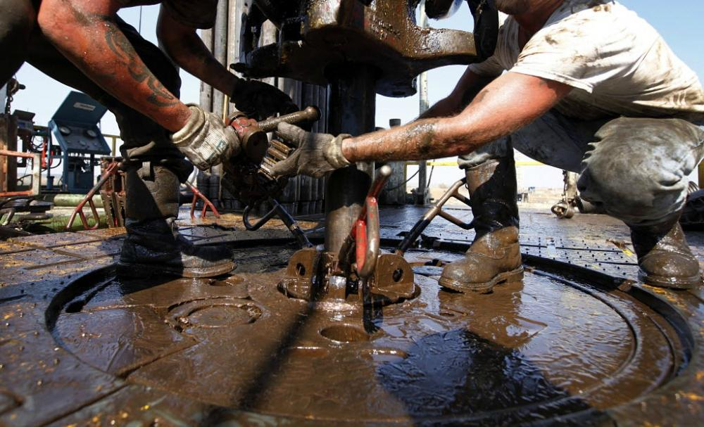 Onshore Rig Count Falls Again As US Oil Production Continues