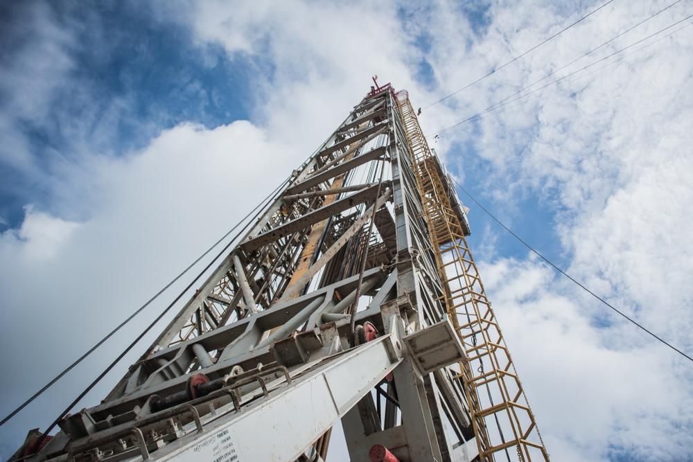 Several companies operating in U.S. shale plays have said they plan to run fewer rigs in 2019 partly due to forecasts for lower oil and gas prices. (Source: Pattadon Ajarasingh/Shutterstock.com)