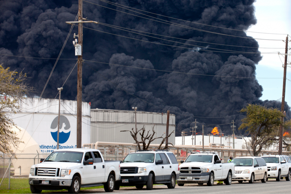 Smoke rises from the International Terminals Company fire in Deer Park, Texas, in March. (Source: Shutterstock.com)