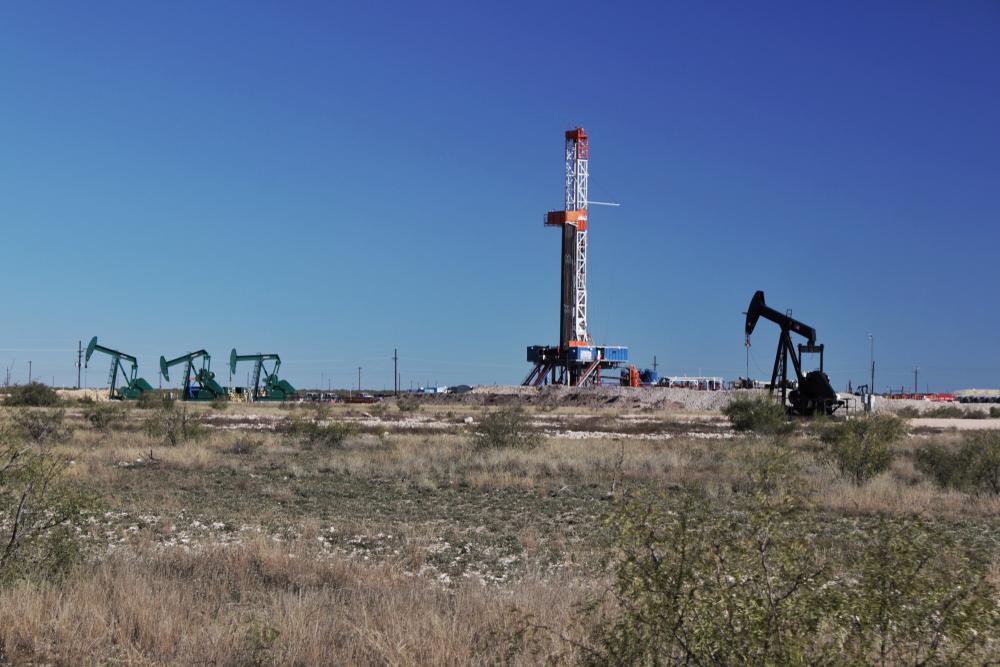 Chevron Corp. aims to produce 900,000 barrels per day by year-end 2023 in the Permian's Midland and Delaware sub-basins. (Source: GB Hart/Shutterstock.com)